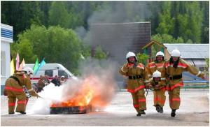 В Пскове прошли соревнования по прикладному пожарному спорт