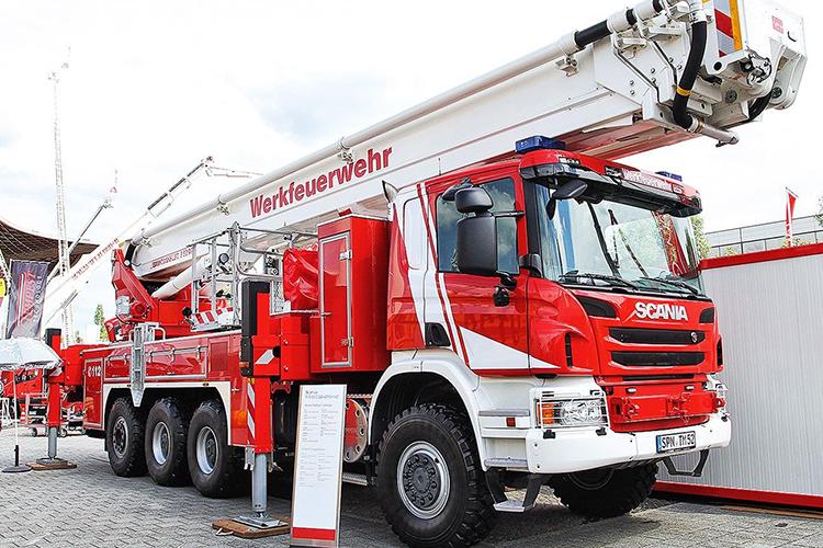 Пожарный коленчатый автоподъемник