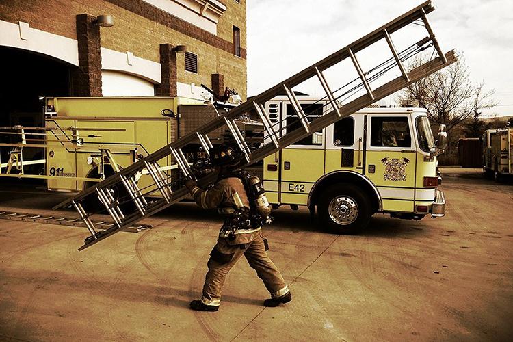Пожарные лестницы ручные