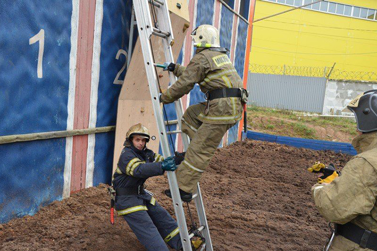 Испытание ручных пожарных лестниц