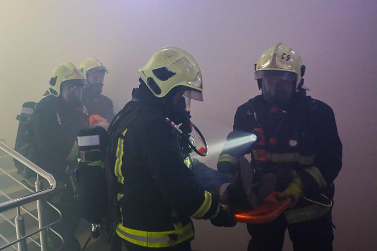 Спасание людей пожарными