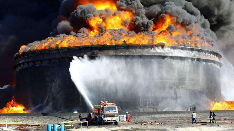 Тушение пожара на предприятии нефтяной промышленности