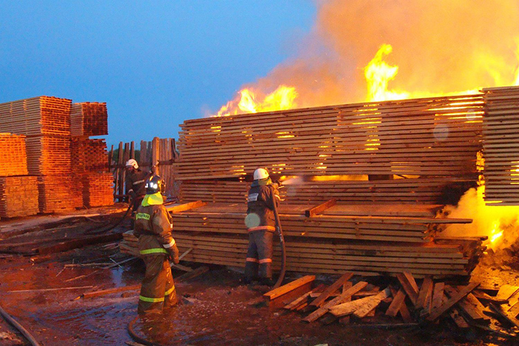 Тушение пожаров складов лесоматериалов