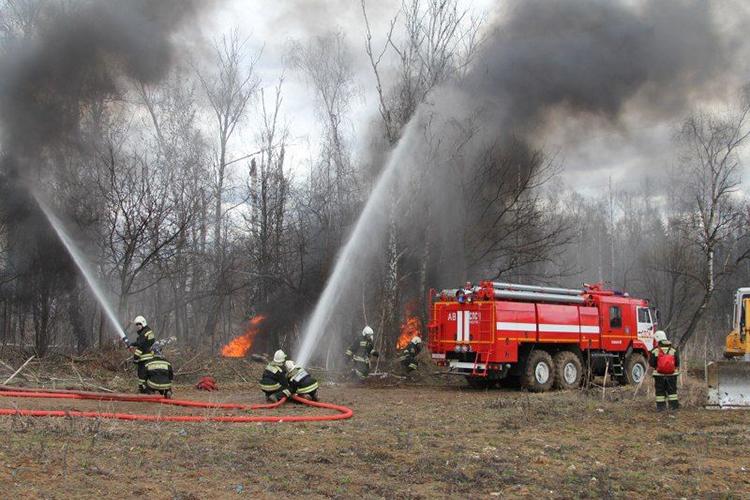 Пожарное авто на пожаре