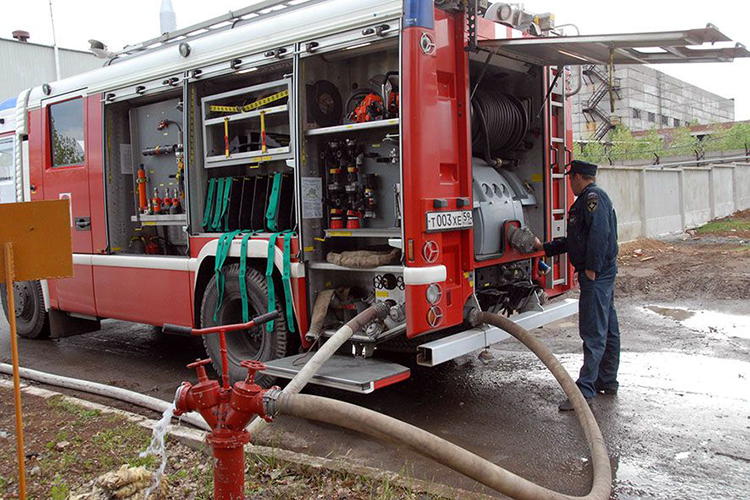 Забор воды пожарной машиной от водопроводной сети