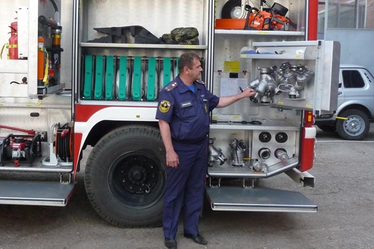 Технический осмотр пожарного автомобиля