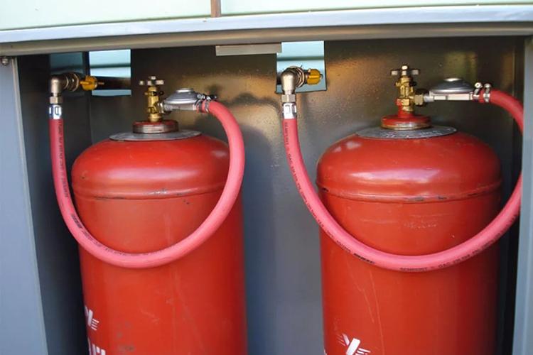 Газовые баллоны в помещении