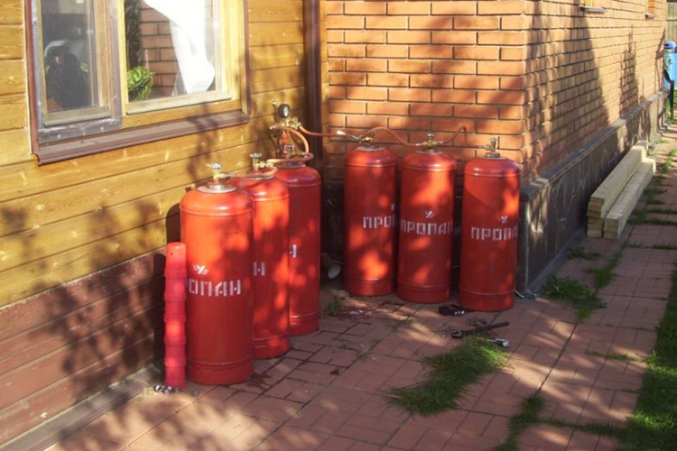 Пожарный баллон на улице