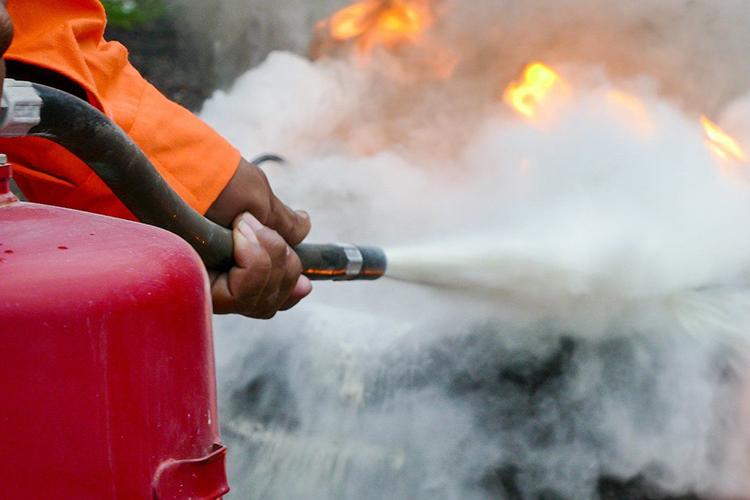 Тушение огнетушителем