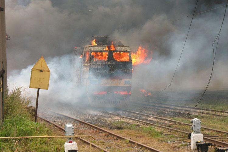 Поезд горит