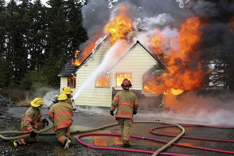 Работа пожарных в дачном товариществе