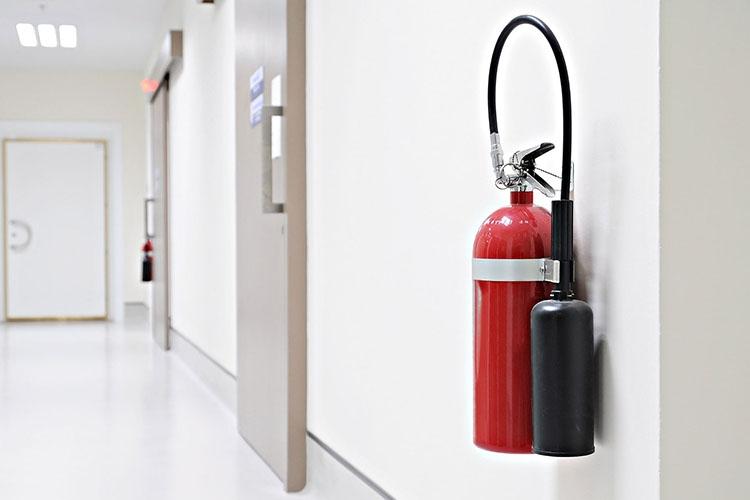 Огнетушитель в помещении