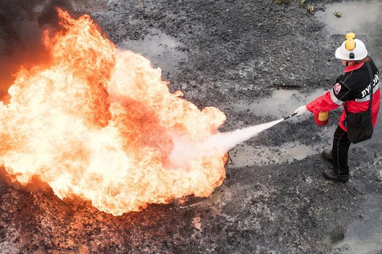 Тушение пожара огнетушителем