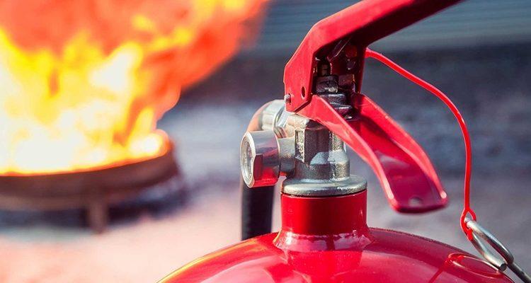 Правила использования первичных средств пожаротушения