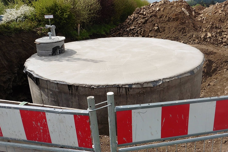 Резервуар железобетонный с запасом воды